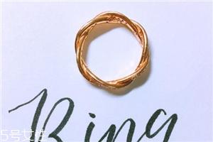 戒指戴中指是什么意思?戒指戴中指代表什么含义