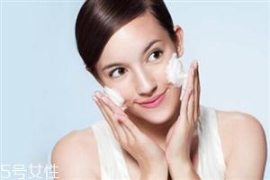 泡沫型洗面奶适合什么肤质 怎么挑选合适的洗面奶