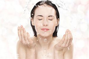 早上洗脸用热水好还是冷水好 早上洗脸要注意什么