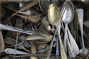 银餐具怎么清洗 银餐具发黑清洗方法