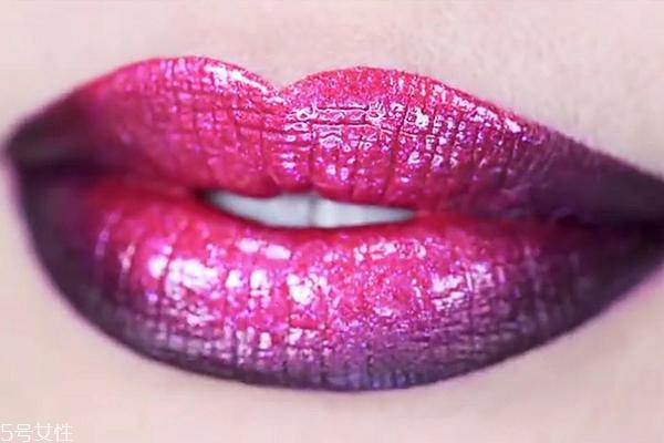 渐变咬唇妆怎么画 紫红色魅惑渐变唇妆教程