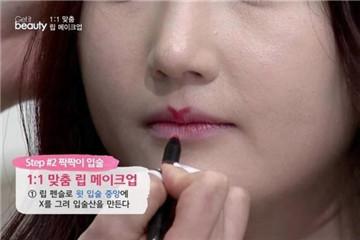 唇型不好看怎么涂口红 完美唇型化妆技巧