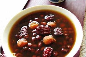 红豆汤可以放红糖吗 煮红豆汤放什么糖好
