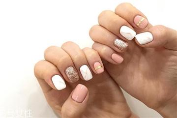 2018粉色美甲新款式图片 今年流行的夏日清新美甲