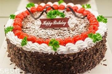 蛋糕尺寸适合多少人?6寸的蛋糕4个人吃够吗?