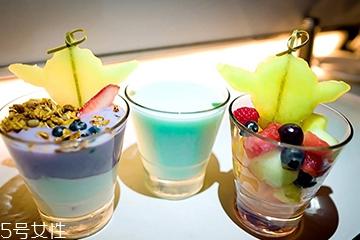 果汁能不能和牛奶一起喝?果汁和牛奶放一起好喝吗?