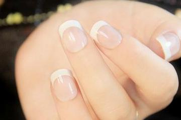 指甲强化液第几步用 指甲强化液能刷在甲油上吗