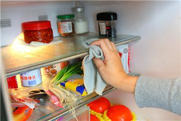 冰箱臭味特别大的原因 冰箱怎么除臭味