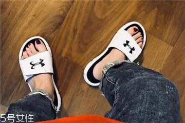 安德玛拖鞋多少钱?安德玛拖鞋正品价格