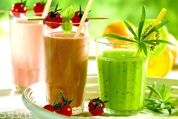 果汁和蔬菜汁的区别 果汁和蔬菜汁的营养价值一样吗