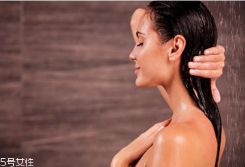 剖腹产后多久可以洗澡 剖腹产后洗澡怎么保护伤口