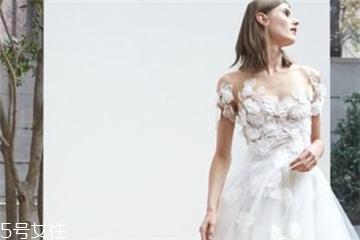婚纱里面有胸垫吗?婚纱是自带胸垫吗?