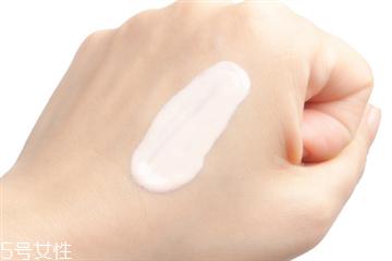 隔离霜用洗面奶能洗干净吗 隔离霜可以用洗面奶洗掉吗