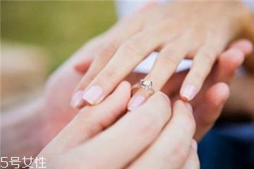婚戒可以戴中指吗?婚戒能戴在中指上吗?