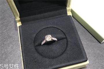 钻戒和婚戒怎么一起戴?钻戒和婚戒怎么同时戴?