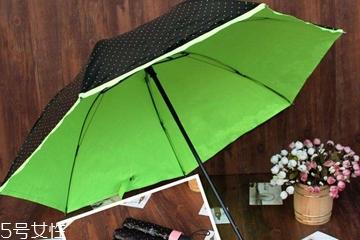 遮阳伞黑胶好还是彩胶好 遮阳伞哪种涂层防晒最强