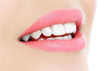 影响牙齿健康的9个坏习惯