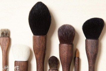 化妆刷能用洗洁精洗吗?洗洁精清洗化妆刷的方法