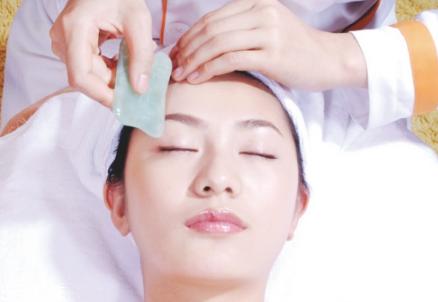 脸部精油刮痧教程图片