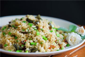 皮蛋韭菜花炒饭怎么做 好吃又简单