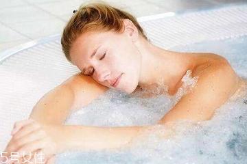 洗澡能减肥吗?洗澡减肉肉的3种方法