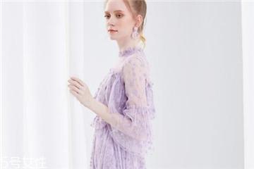 紫色连衣裙怎么搭配?轻松驾驭流行色