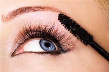 不夹睫毛直接刷睫毛膏的正确方法图片