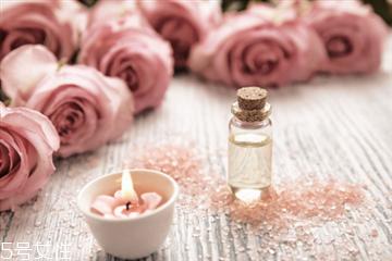 玫瑰精油能滴肚脐吗 玫瑰精油滴肚脐的好处