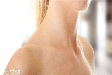 颈纹深是什么原因 教你如何淡化深颈纹