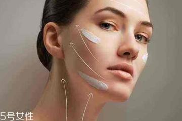混油皮用什么底妆 这么化妆不泛油光不脱妆