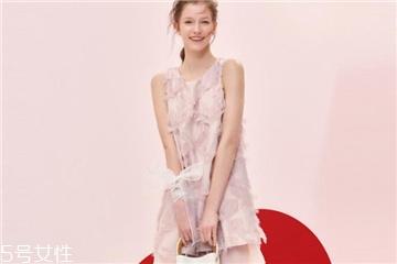粉色怎么穿好看 夏天不仅只有白色