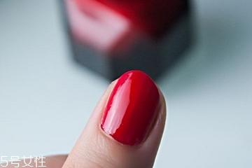 指甲油为什么有味道 成分在作怪