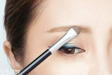 眉笔要用什么卸妆 卸妆水就够了
