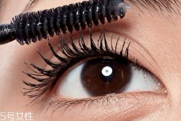 睫毛膏材质哪种好 挑对了避免眼睛过敏