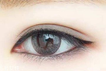 内眼线用什么眼线液好 笔头太粗易熊猫眼