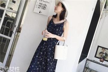 碎花吊带裙搭配图片 做夏日的花仙子