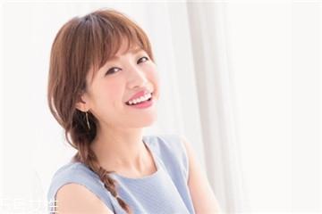 韩国女生发型绑扎方法 韩国最红的随兴盘发