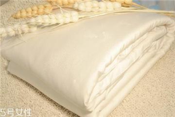 蚕丝被怎么翻新 找正规纺织厂