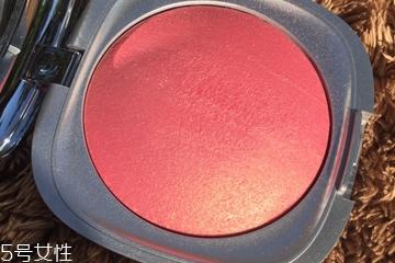 珠光腮红适合什么肤质 放大油皮的粗毛孔