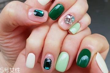 钻石美甲什么款式好看 享受指尖的珠光宝气