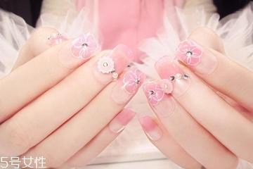 粉色美甲什么款式显白 手黑黄也适合的粉色美甲