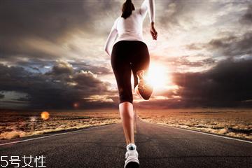 慢跑坚持多久才能减肥 慢跑减肥方法