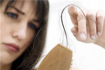 秋天掉头发的原因 可能是5种疾病的征兆