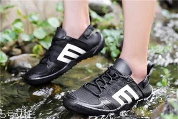 溯溪鞋要穿袜子吗 袜子会影响速干效果