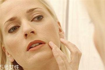为什么洗澡后皮肤干燥 洗澡后皮肤干燥起皮原因