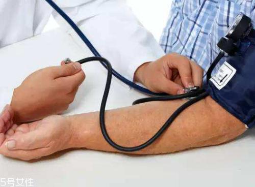 血压高就要吃药吗 年龄超标才是关键