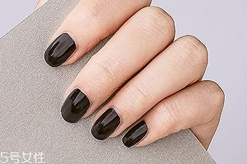 手黑适合什么颜色指甲油 这6种一定要试试