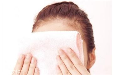 热毛巾敷眼睛去黑眼圈吗 热毛巾敷眼睛去黑眼圈的方法