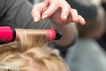 头发怎么卷才不乱 教你怎么卷出弧度美