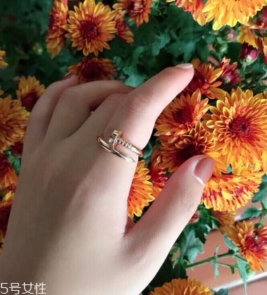 卡地亚美甲戒指的寓意,美好生活的承诺